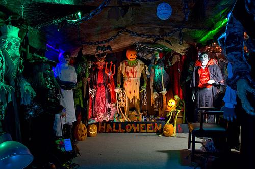 Halloween Home & Garage Decorations  Smart Garage ~ 092656_Halloween Garage Party Decorating Ideas