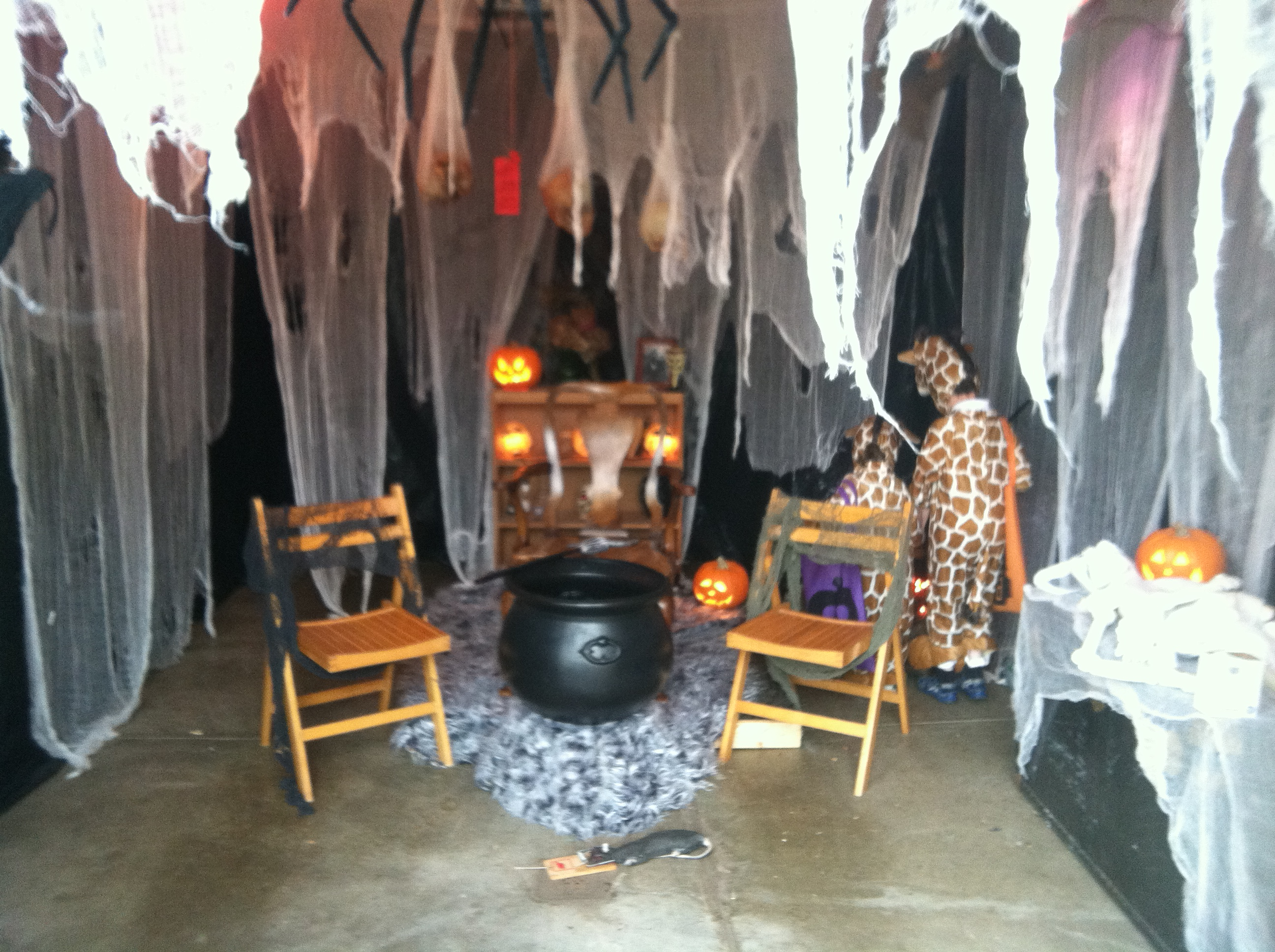 Halloween home garage decorations smart garage for Good themes for a haunted house
